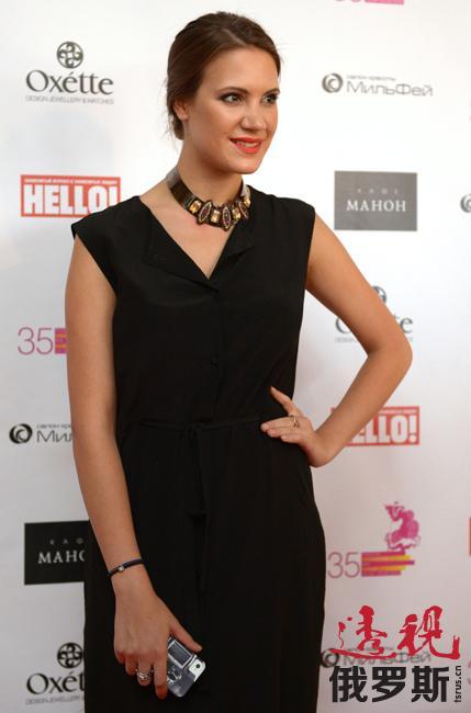 2008年10月27日,基拉首次在米兰时装周上推出自己的作品,并获得欧洲时装界专家的好评。