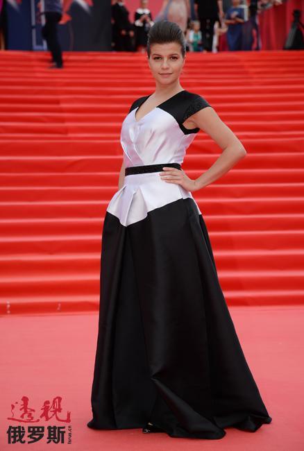 """2015年,阿格尼娅凭借影片《是的,是的》获得俄罗斯最著名电影奖项""""尼卡奖""""提名。"""