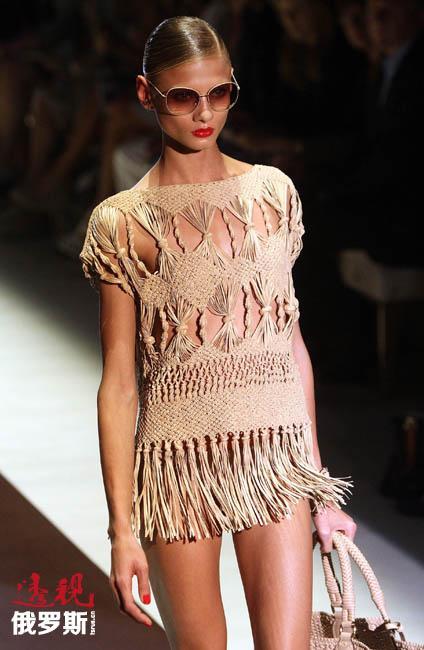 2008年2月,安娜首次参加巴黎时装周,出现在爱马仕、浪凡、路易威登以及伊夫·圣·洛朗的时装表演上。