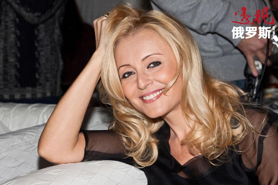 """2011年安热莉卡获得""""俄罗斯联邦功勋演员""""称号。"""
