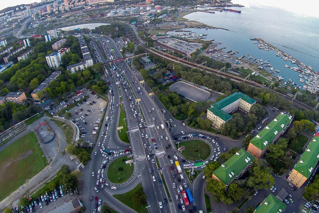 青年大街(Molodyozhnaya)的交通高峰期。(2014年9月19日)。