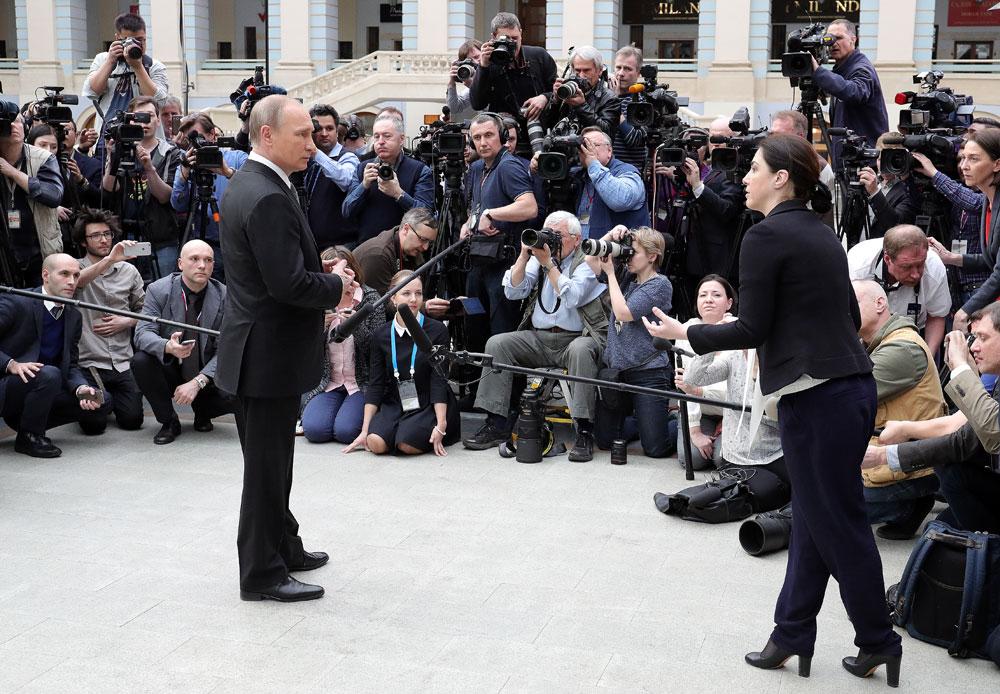 Putin facing journalists