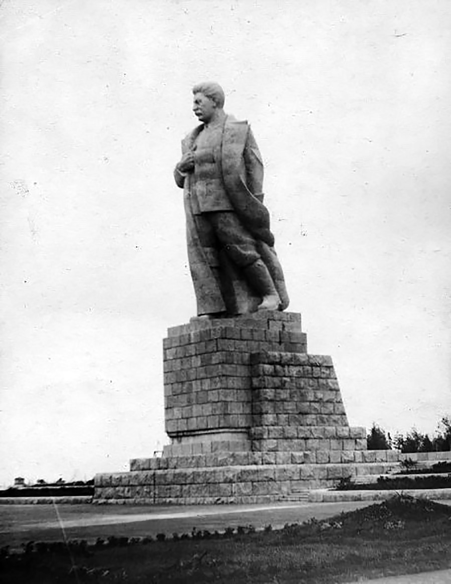 Stalin monuments