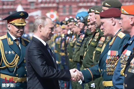 Russia's defense minister Sergei Shoigu and Russia's president Vladimir Putin (L-R) CN