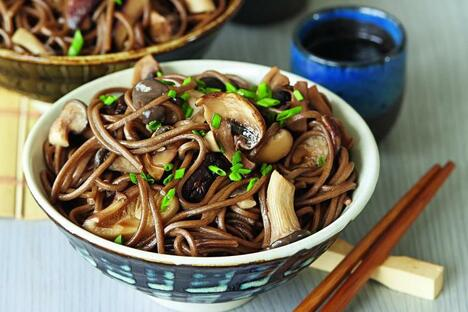 Noodles with mushrooms