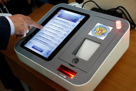 Electronic voting complex