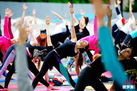 People perform yoga in Vladivostok CN