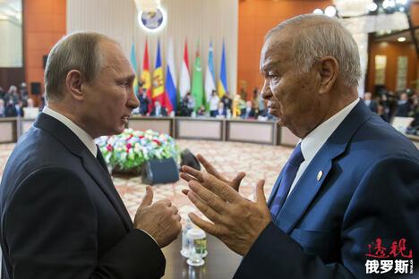 Uzbekistan's President Islam Karimov (R) talks to Russian President Vladimir Putin CN