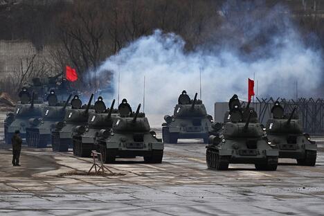 Т-34-85 tanks in Alabino training ground