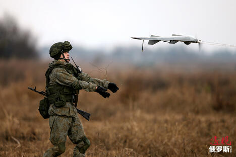 A Russian soldier launches a drone CN