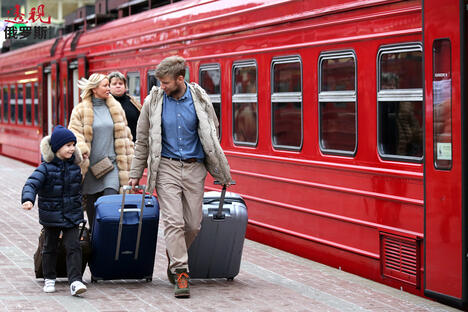 A family boarding an Aeroexpress train at Paveletsky Station CN