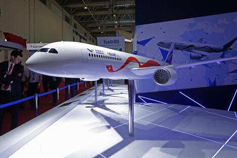 CRAIC CR929-600 airliner