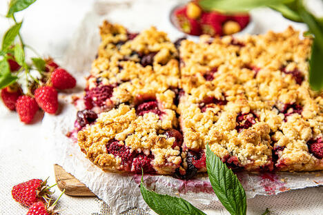 Russian-style crumble pie