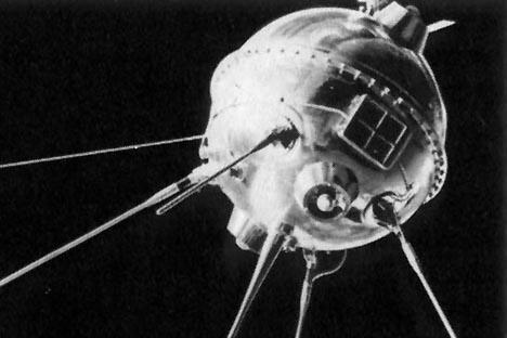 """人类第一颗自动星际站""""月球-1""""号。"""