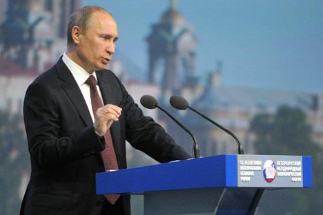 俄罗斯总统普京在圣彼得堡国际经济论坛上发言