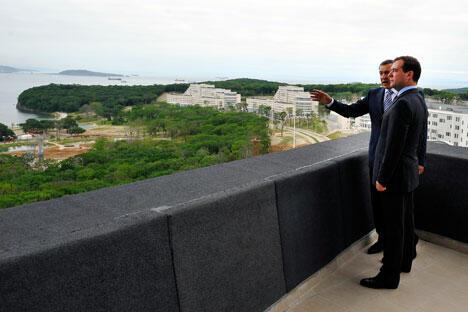 俄总统梅德韦杰夫在视察南千岛群岛。摄影:俄通社-塔斯社