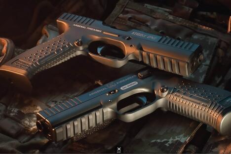 """由阿森纳枪械公司设计制造的新型""""雨燕""""手枪将列装俄罗斯军队,用于更换已经过时的马卡罗夫手枪。摄影:阿森纳枪械公司(Press Photo)"""