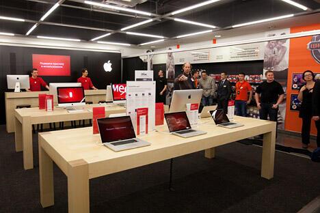 苹果公司将于2013年开始向莫斯科和圣彼得堡的零售网直接供应产品。图片来源:俄新社
