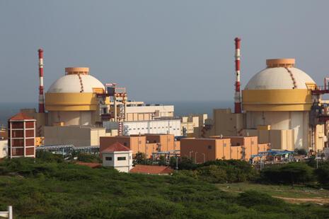 """图中:印度库丹库拉姆核电站由""""俄罗斯联邦原子能机构""""负责建设,图片来源:Corbis,Fotosa"""