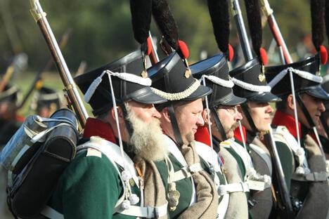 1812年7月,曾有60多万名法国士兵入境俄罗斯作战,最终只有6万人生还。同时,俄罗斯在抵抗法国入侵的过程中也付出了惨重的代价,超过10名俄罗斯士兵战死沙场。摄影:鲁斯兰•苏胡申