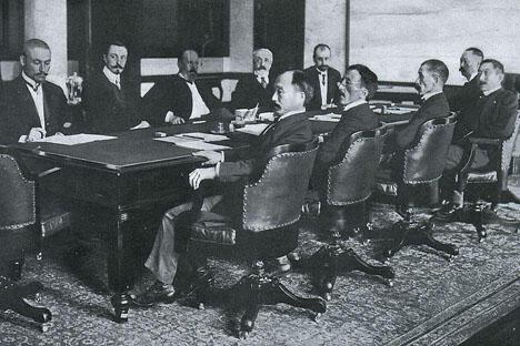 俄日签订《朴次茅斯和约》