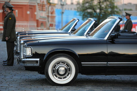 图中:苏联最早的公务用车为ZIS-101七座豪华轿车, 图片来源:《生意人报》
