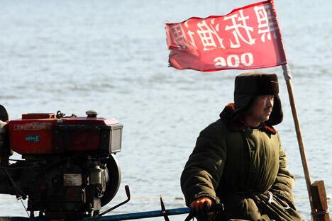 俄罗斯驻华大使拉佐夫表示,俄中两国有望较快签署关于打击非法捕捞的协议。图片来源:AFP/EastNews