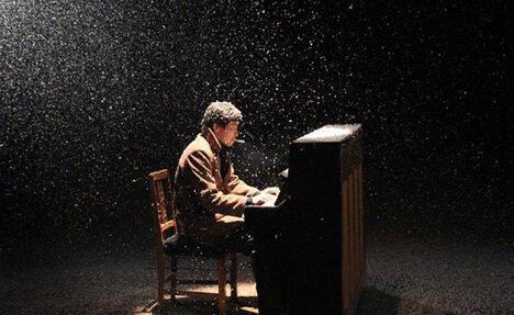 图中:影片《钢的琴》中的画面