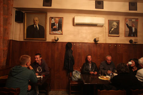 与莫斯科不同,圣彼得堡有很多小酒馆,大概在50个左右。图片来源:《生意人报》