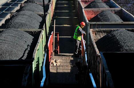 """这沃尔库塔拥有俄罗斯最深的""""共青团""""矿井(1200米),还有欧洲产量最大的""""沃尔佳绍尔""""矿井(每分钟采煤量超过9吨)。 图片来源:《生意人报》"""