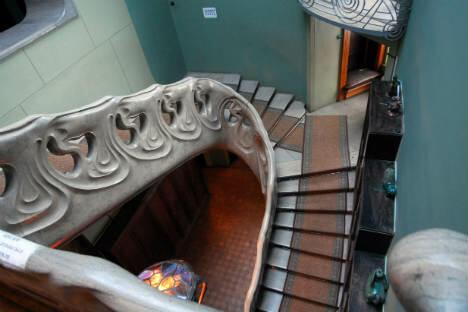 照片:位于小尼基茨卡娅街原里亚布申斯基公馆中的高尔基故居博物馆,正面楼梯。图片来源:PhotoXPress