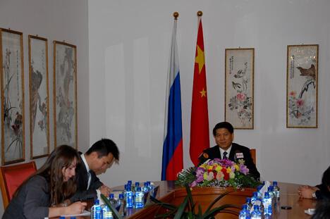 图中:中国驻俄罗斯全权大使李辉。摄影:安龙