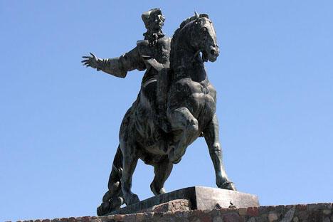 波罗的斯科市的叶丽萨维塔·彼得罗芙娜雕像。