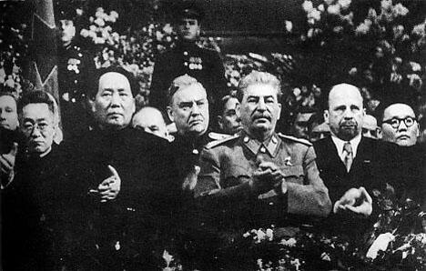 毛泽东、尼古拉·布尔加宁、约瑟夫•斯大林、瓦尔特·乌布利希、尤睦佳·泽登巴尔。