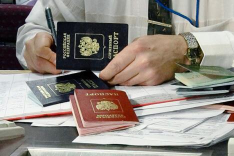 现代的俄罗斯护照。图片来源:俄新社