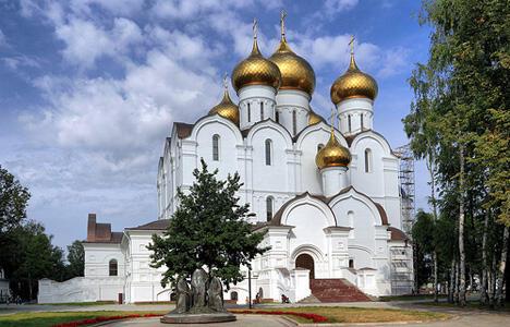 图中:圣母升天大教堂。图片来源: Flickr / Alexxx1979
