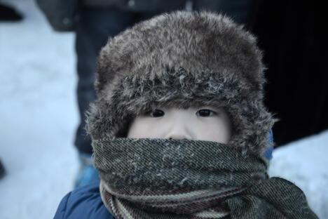 其实人几乎可以适应任何环境,况且保暖内衣、帽子、羽绒服和手套不至于让你冻死在街头,尽管一旦走出房间来到户外,便冷得如同要步入宇宙空间。摄影:Ivan Dementevskiy