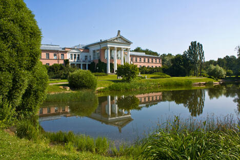 俄罗斯科学院齐钦总植物园入口。图片来源:Lori/LegionMedia