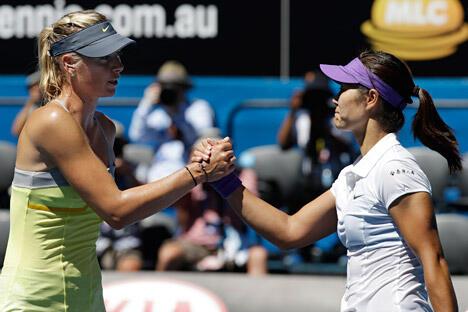 世界排名第二的俄罗斯女子网球选手玛利亚·莎拉波娃(Mariya Sharapova)负于中国选手李娜,未能进入今年第一项网球大满贯赛事的决赛。图片来源:AP
