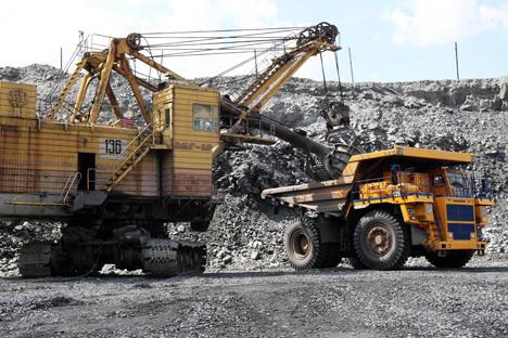 俄罗斯彼得罗巴甫洛夫斯克集团公司(Petropavlovsk Plc)与中国俊安发展有限公司和五矿企荣有限公司签署了筹资2.38亿美元入股铁江现货有限公司(63.1%的股份属于彼得罗巴甫洛夫斯克集团公司)的有条件协议。图片来源:俄新社