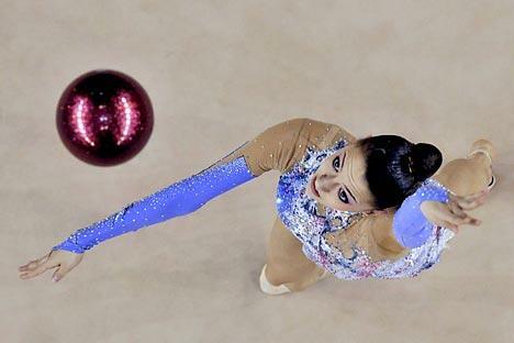 """""""没有不可战胜的运动员,只有永远被人铭记的运动员。我一直梦想成为后者。""""艺术体操运动员叶夫根尼娅·卡纳耶娃(Evgeniya Kanaeva)憧憬地说道。图片来源:AP"""