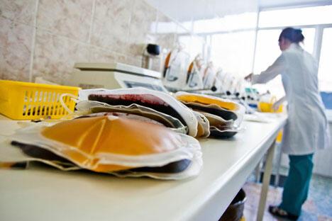 1月21日起,去年夏天通过的献血和血液成分法在俄罗斯生效,法律禁止除稀有成分血和血型之外的有偿献血。图片来源:塔斯社