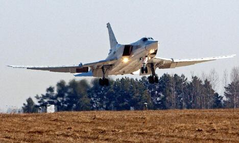 图-22M3设计于上世纪七十年代末,是一款双引擎轰炸机,最大航程6800公里,可携带24吨武器。图片来源:塔斯社