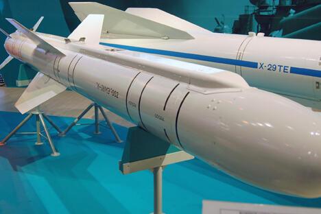 X-38弹头重250公斤,可摧毁3~40公里内的敌方机动装甲车和掩蔽所。图片来源:wikimedia.org