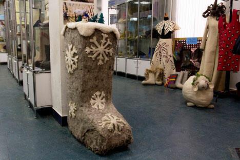 """参观博物馆不仅可以了解毡靴的制作历史和工艺,还能欣赏到设计师让传统俄罗斯毡靴重获""""新生""""的超凡想象力。摄影:Vadim Kantor"""