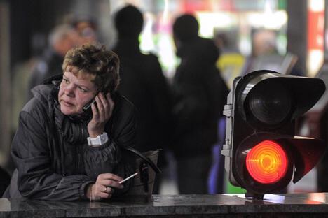 自今年夏天起,包括医院、工厂、各种公共交通和城际列车,以及政府机关在内的公共场所将全面禁烟。图片来源:俄新社