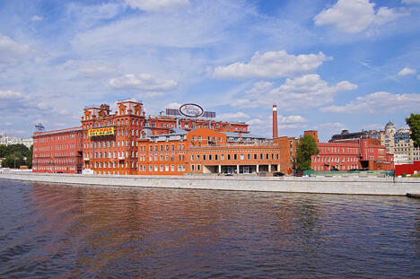 别尔谢涅夫斯卡娅河岸街的老厂房。图片来源: Flickr / Maarten