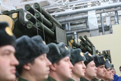 俄罗斯在全球武器出口市场上稳居第二位。去年,俄罗斯共出口了151.3亿 美元的军备产品,比前年增加了20亿美元。图片来源:俄新社