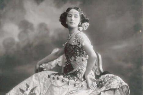 身着演出服的安娜·巴甫洛娃。摄于1910年代。图片来源:Wikipedia