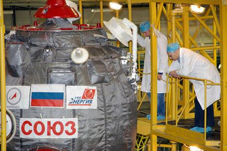 —我们选择了进入月球极地轨道的最困难任务。如果我们能够进入极地轨 道,那我们就可以在月球上的任何地点着陆。最图片来源:塔斯社